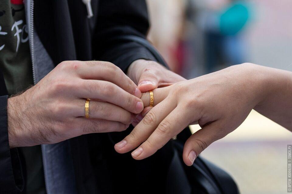 В День семьи, любви и верности в Томской области поженятся 25 пар