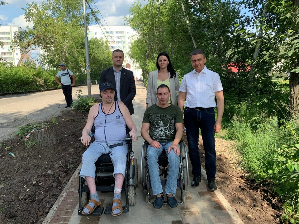 Активист добился ремонта тротуара на мосту через озеро Керепеть