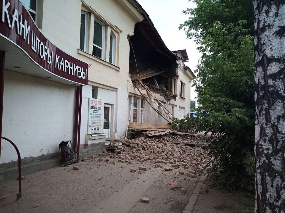 В административном здании на проспекте Комсомольском обрушилась стена
