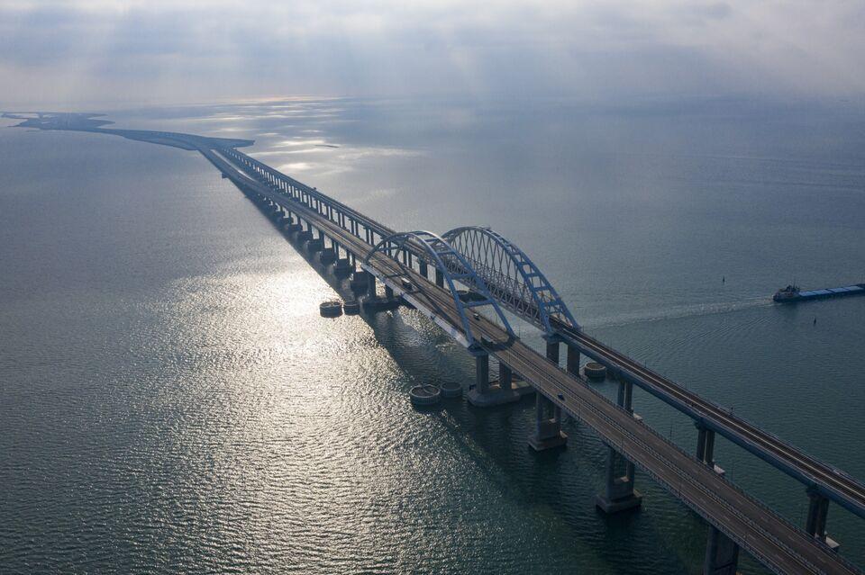 Учитель из Томской области доехал на велосипеде до Крымского моста и завершил свой пробег