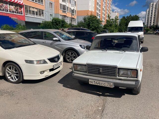 Мастера томской парковки: нежная стоянка и неприятные маневры