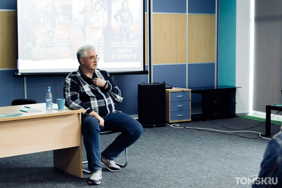 От книг к реальности: российский фантаст Роман Злотников о новых партиях, Стругацких и творчестве