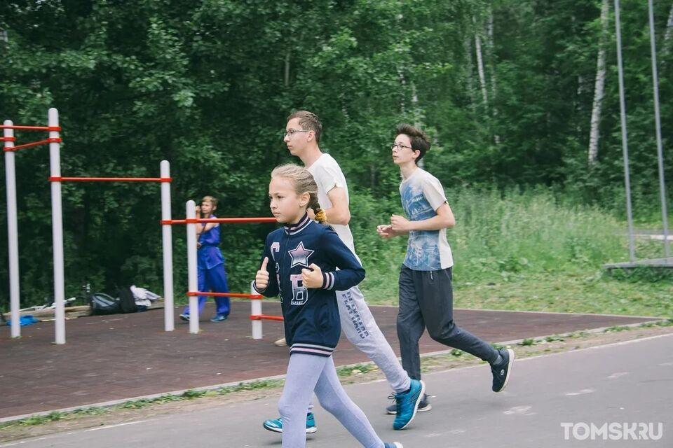 Пробежать один километр и получить призы: такая возможность есть у юных томичей