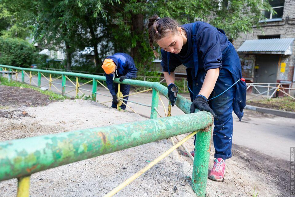 220 бойцов студенческих отрядов Томска занимаются благоустройством в Сосновом бору