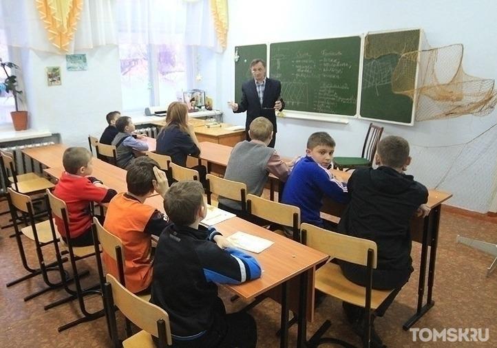 Томских учителей обяжут носить маски перед детьми
