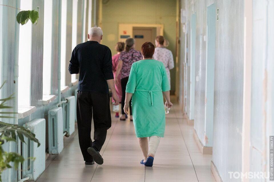 Без тумбочек, розеток и с едой на полу: сибиряки с коронавирусом пожаловались на условия в больнице