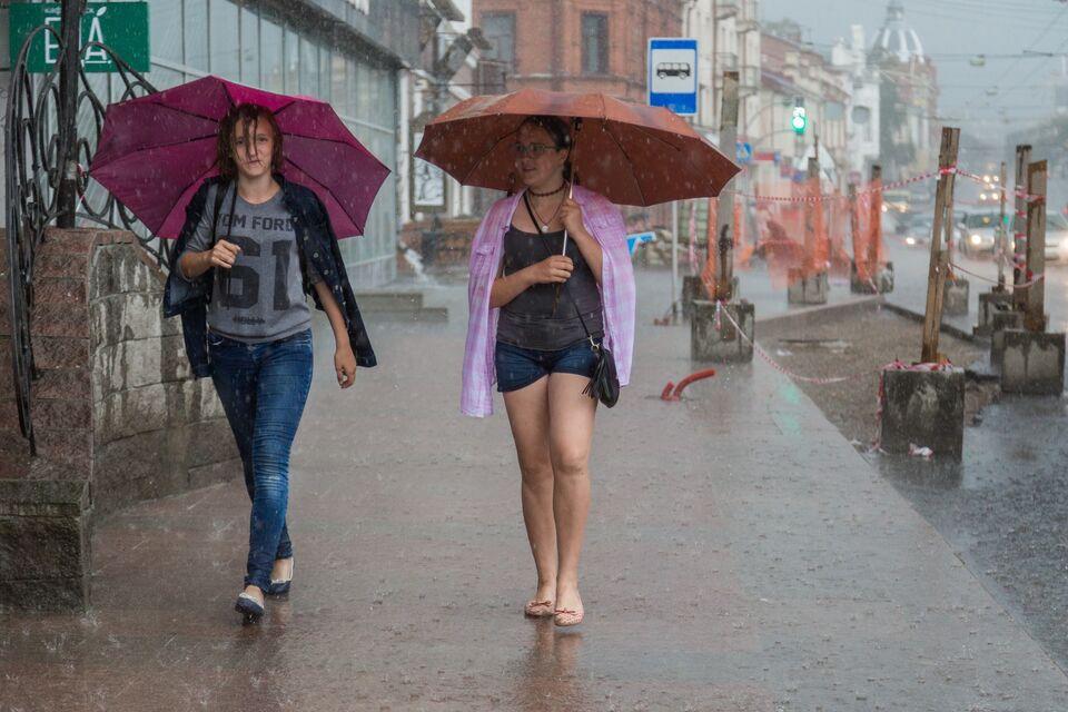 Сильный ветер, дожди и грозы: оперативное предупреждение объявили в Томской области