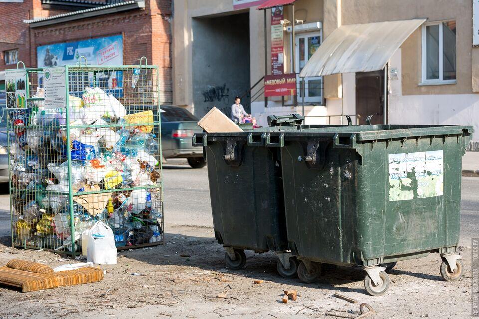 Мусоровозы не входят: регоператор составил топ улиц, где невозможно забрать отходы