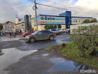 Мастера томской парковки: уходящая красота и внезапная цветочная клумба