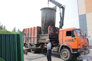На улице Ковалева после длительного перерыва вывезли мусор