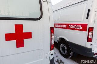 В знак протеста: в Сибири тяжелых пациентов с коронавирусом привозят к зданию регионального Минздрава