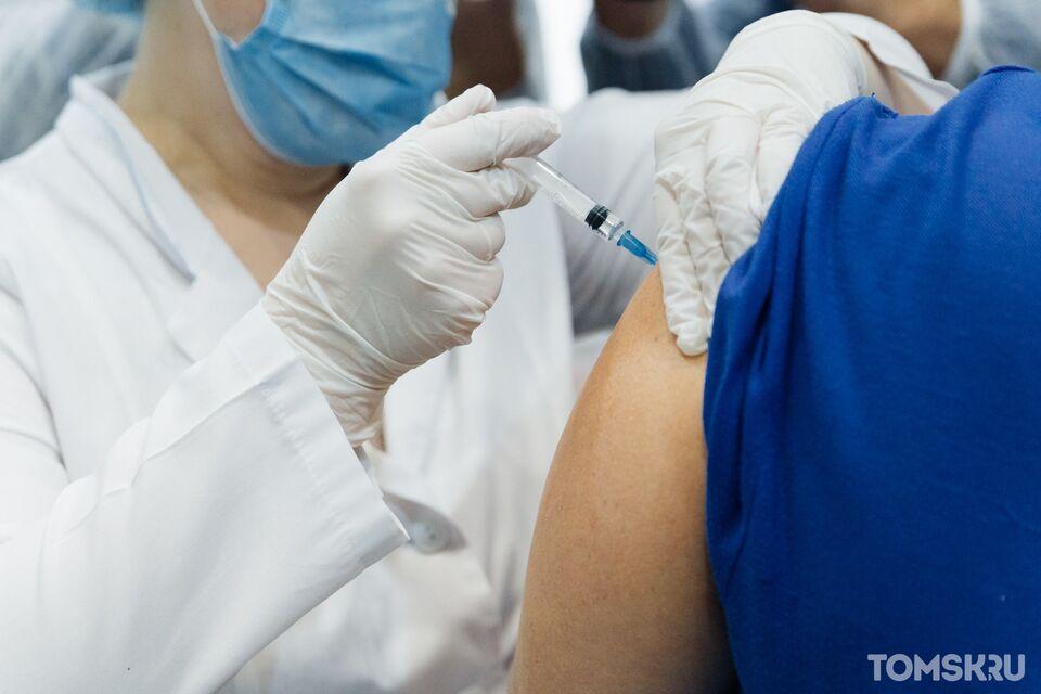 Работа врачей в праздники, первые результаты вакцины от COVID-19 и подготовка к третьей волне: о чем рассказали в томском Оперштабе