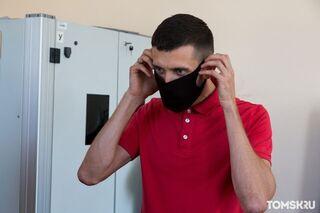 Врач-инфекционист рассказал об опасности неопреновых масок