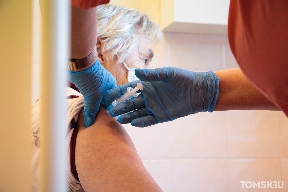 Пациентам домов-интернатов для престарелых региона начали делать прививки от COVID-19