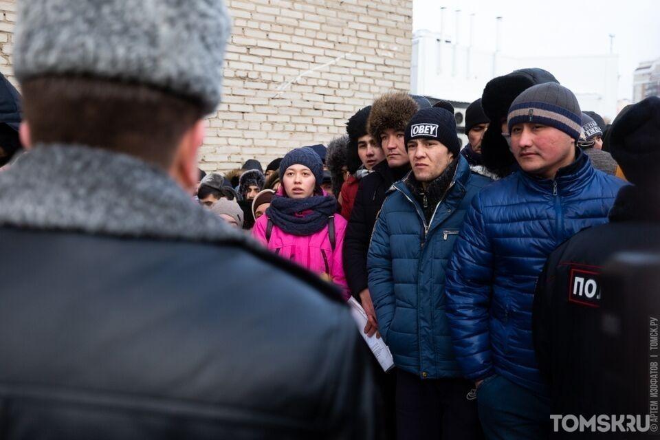 Мигранты остались без приглашений и справок о COVID-19: сибиряков задержали за подделку документов