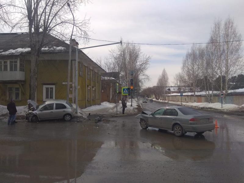 Женщина пострадала при столкновении двух иномарок  на перекрестке в Северске