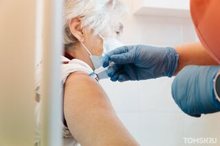 Томские пенсионеры жалуются на долгое ожидание прививки от COVID-19
