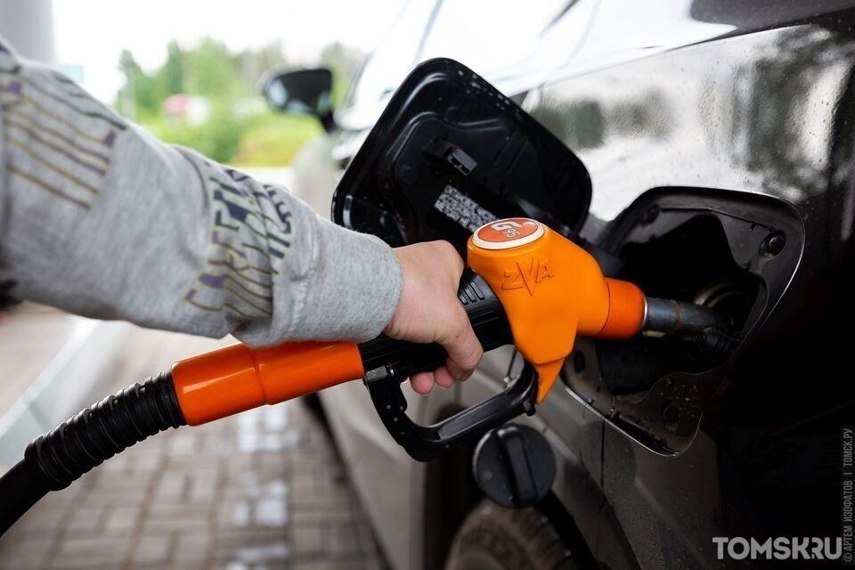 Эксперт рассказал, чем опасна заправка некачественным бензином