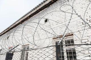 В туалете томской колонии нашли тело заключенного с признаками суицида