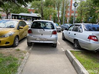Мастера томской парковки: герои газона наносят ответный удар и заниженные ожидания