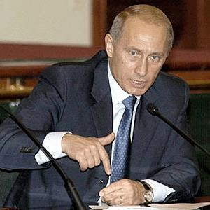Путин отправился в Минск, где он встретится с Лукашенко и главой правительства Сергеем Сидорским. Одной из главных тем поездки станет цена на газ. Кроме того, будет обсуждаться возможность предоставления Белоруссии льготного кредита в $2 млрд.