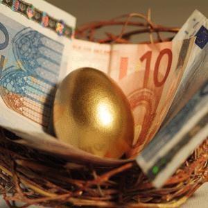 Россия приняла решение предоставить Исландии кредит на сумму 4 млрд евро ($5,4 млрд). Для сравнения, номинальный ВВП Исландии составляет около $20 млрд.