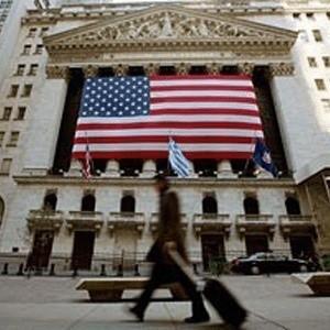 Экономика США вошла в стадию рецессии, наибольшую за последние полвека, и по итогам IV квартала нынешнего года спад ВВП составит 1,2%, сообщила самая влиятельная в финансовых кругах страны газета Wall Street Journal в прогнозе, основанном на опросе 56 ведущих независимых экономистов.