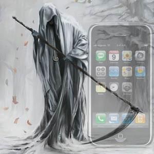 На россйиком рынке iPhone не имеет таких успехов, как во всем мире. В связи с этим поговаривают о том, что конкуренты могут задавить iPhone в России. Первые модели, которые претендуют на то, чтобы выбить коммуникатор от Apple, анонсировали Nokia и Research In Motion.