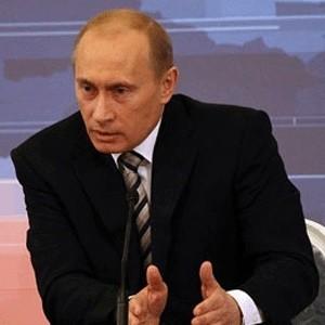 Российское правительство со следующей недели начнет инвестировать средства в размере 175 млрд рублей в выкуп ценных бумаг отечественных компаний.