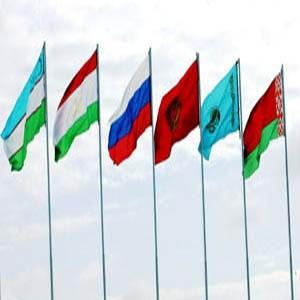 Евразийский банк развития станет наблюдателем при Еврпзийском экономическом сообществе. Такое решение приняли на заседании Межгосударственного совета ЕврАзЭС главы шести государств Сообщества.
