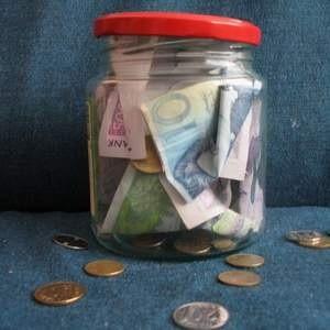 В понедельник правительство приняло решениепомочь российским организациям в погашении займов. На это планируется потратить до $50 млрд. Между тем уже сейчас количество обращений за финпомощью превысило лимит.