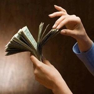 Администрация президента США Джорджа Буша обнародует во вторник план, согласно которому американское правительство приобретет акции банков и финансовых институтов США на $250 млрд.