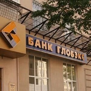 """Банк """"Глобэкс"""" отказался досрочно выдавать вклады населению, чтобы предотвратить отток средств граждан с депозитов. """"Глобэкс"""" стал первым российским банком, который пошел на столь жесткие меры."""