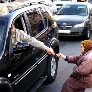 """""""Богатые"""" государства несут моральные обязательства по уменьшению бедности и борьбы с голодом в государствах """"бедных"""". Такого мнения придерживаются большинство жителей планеты. Характерно, что в России подобные воззрения разделяют рекордно мало людей - лишь 54% (меньше только в Палестинской Автономии - 50%)."""