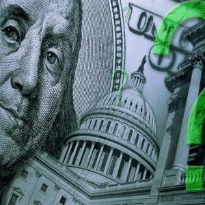 Большинство россиян считают самым надежным вложением денег - покупку недвижимости. Кроме того россияне доверяют золоту и драгоценностям, а также хранению денег в Сбербанке. 66% не имеют банковских накоплений, а из тех, у кого они есть, только 3% предпочитают их застраховать, чтобы быть защищенными от возможных последствий кризиса.