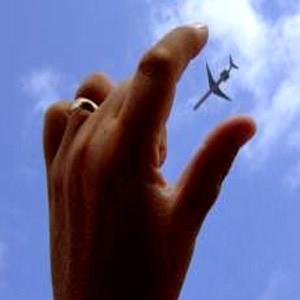 """Компания """"Газпром нефть"""" сегодня объявила, что оптовые цены на авиакеросин на 12% за тонну на все вновь контрактуемые объемы, что приведет к соответствующему снижению цен на авиатопливо в российских аэропортах."""