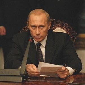"""Российская экономика хорошо подготовлена к шокам на мировых рынках, заявил премьер-министр РФ Владимир Путин. """"Хотел бы сказать, что мы не позволили застать нас врасплох"""", - сказал они подчеркнул, что Россия, выстраивая свою экономику и финансовую систему, учитывала потенциальные риски, потенциальные угрозы."""