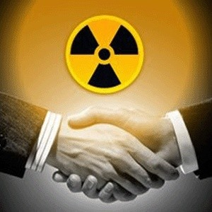 Украина намерена до конца текущего года подписать с Россией три контракта, два из которых - по поставкам ядерного топлива для украинских АЭС, один - по обогащению и изготовлению ядерного топлива из украинского сырья.
