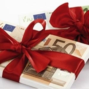 Великобритания готова выделить Исландии 3 млрд фунтов стерлингов на возврат частных вкладов британцев в обанкротившихся исландских банках. Займ в размере 3 млрд фунтов, который эквивалентен примерно 30% всего годового ВВП Исландии, должен пойти на выплаты по замороженным вкладам около 300 тысяч частных британских вкладчиков в исландском банке Landsbanki и его интернет-подразделении Icesave.