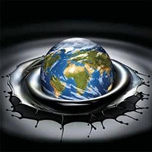 Цены на нефть падали на фоне упавших европейских и американских фондовых индексов. Уверенно растущий американский доллар, поддержанный текущей нестабильностью в мировой финансовой системе и замедлением мировой экономики, добавлял понижательное давление на котировки нефти.