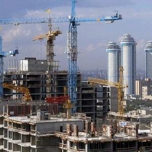 """Проблемы на строительном рынке привели к тому, что многие компании вынуждены замораживать не только проекты """"на бумаге"""", но и строящиеся объекты. В России появился открытый рынок строительных инвестиций - первый инструмент, который поможет поддержать рынок. Она доступна как для физических, так и для юридических лиц."""