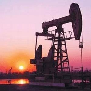 Министерство энергетики России ожидает снижения добычи нефти в текущем году на 1 млн. тонн - до 490 млн. тонн, добыча газа увеличится на 1,2-1,5%.