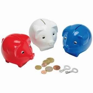 Россияне в условиях кризиса предпочитают сохранять свои финансовые сбережения, тратя их. Большинство граждан нашей стран уверены, что надежнее всего в условиях кризиса вкладываться в золото и недвижимость. А вот коэффициент доверия банкам, особенно частным, невысок.