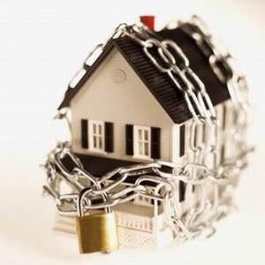"""Идея с введением """"ОСАГО для квартир"""" была отвергнута подавляющим большинством депутатов. Таким образом, внесенный 21 октября на рассмотрение Госдумы законопроект об обязательном страховании жилья был отозван."""