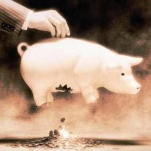 По прогнозам некоторых аналитиков, 2009 год станет сложным для России. Они прогнозируют снижение цен на нефть до $40 за баррель, что сделает бюджет страны дефицитным. Много средств будет выделено на поддержание крупных компаний, что удержит их на плаву, однако не выведет экономику России из кризиса.
