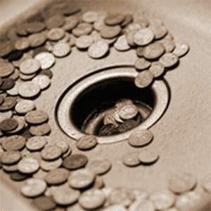 """ЦБ России взял под специальный контроль валютные операции российских банков для отслежживания """"технического"""" оттока иностранного капитала, после того, как только за сентябрь из страны было выведено $25 млрд."""