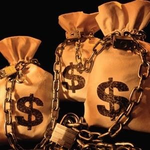 """Центробанк России 30 октября снизил лимит """"валютных свопов"""" до нуля, тем самым фактически запретив данную операцию. Таким образом, многие инвесторы на валютном рынке потеряли возможность продлить свои открытые позиции."""