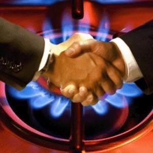 """""""Газпром"""" в первом квартале 2009 года будет продавать газ в Европу приблизительно по 350-400 долларов за тысячу кубометров. С таким заявлением выступил заместитель гендиректора """"Газпром экспорта"""" Сергей Челпанов. Сейчас для европейских потребителей российский газ стоит 460-520 долларов за тысячу кубометров."""