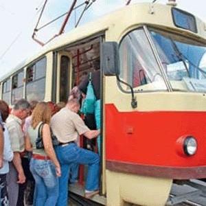 Стоимость проезда в киевском метро с 1 ноября увеличивается в четыре раза, в наземном транспорте - в три раза, сообщил первый заместитель главы Киевской горадминистрации Денис Басс.