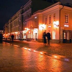 В список самых дорогих в Европе торговых улиц впервые вошел московский Столешников переулок. По версии агентства Jones Lang LaSalle (JLLS) он занял второе место, уступив лишь Елисейским Полям Парижа.